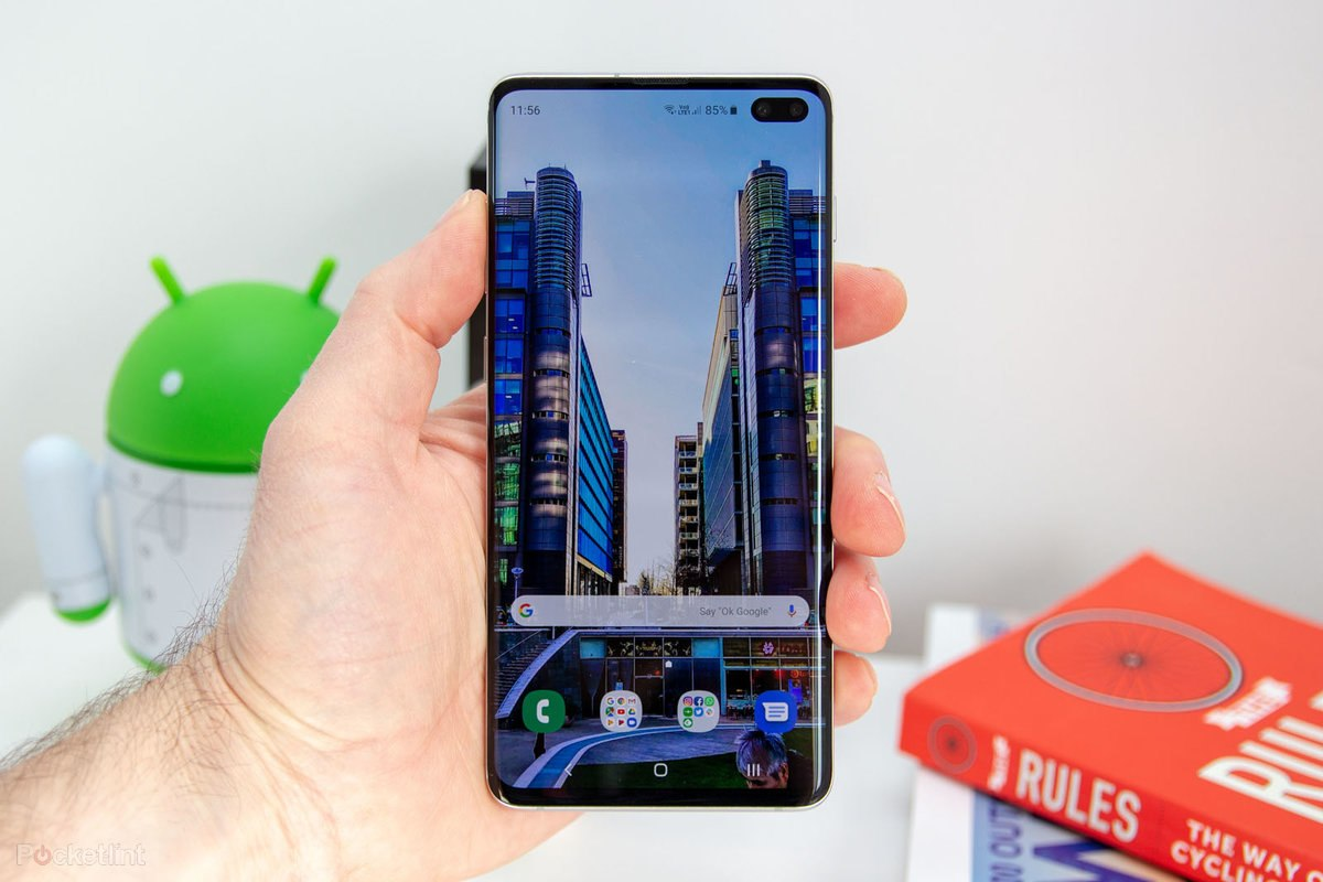1. Samsung Galaxy S10 Plus – The Best Smartphone of 2019 (Overall)